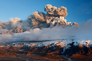 Ash plume from a subglacial volcanic eruption under the Eyjafjallajokull ice cap, Iceland, April 2010  -  Orsolya Haarberg