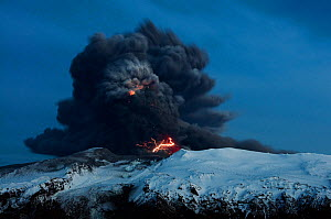 Lightning effects in the ash plume from the Eyjafjallajokull volcano eruption, Iceland, April 2010  -  Orsolya Haarberg