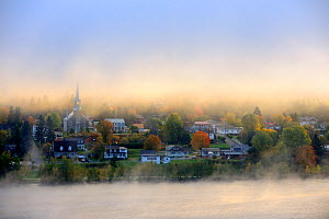 Early morning mist and autumn colours in Grande Piles Village and St Maurice river. Quebec, Canada, October 2010 - Eric Baccega