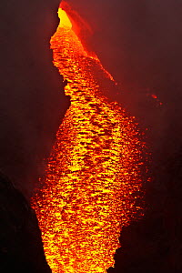 River of lava flowing from the Pacaya volcano, Los Pocitos, Guatemala, Central America, June 2010 - Rob Tilley