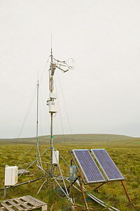 Scientific instruments powered by solar panels being used to measure the carbon balance from peat bogs, UK, July 2007  -  Visuals Unlimited