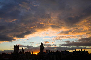 Big Ben and the Houses of Parliament silhoutted in the evening, London, UK, December 2008 - Visuals Unlimited