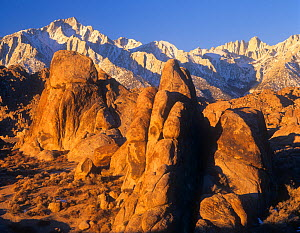 Granite formations of the Alabama Hills and distant Lone Pine Peak and Mt. Whitney, Eastern Sierra range, California, USA.  -  Visuals Unlimited