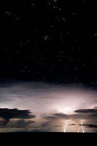 Lightning storm over the Australian outback at dusk. Queensland, Australia, February 2008 - Jurgen Freund