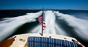 Hinckley T38 speedboat cruising off Rhode Island, USA, August 2008. All non-editorial uses must be cleared individually.  -  Onne van der Wal