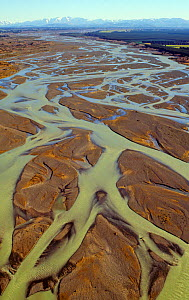 Aerial view of the braided Waimakariri River showing the shallow, wide, inter-weaving channels and abundant sediments. Canterbury Plains, South Island, New Zealand, December 2007 - Visuals Unlimited