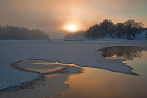 Loch Insh in winter, partially frozen and covered in snow, low sun, Cairngorms NP, Highlands, Scotland, UK, December - Peter Cairns / 2020VISION