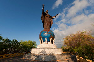 Statue to Christ the King in Dilim, East Timor, August 2010 .  -  Jurgen Freund