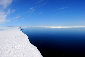 Melting ice at Floe Edge, Arctic Bay, Baffin Island, Nunavut, Canada, April 2009.  -  Eric Baccega