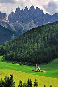 The chapel Sankt Johann at Val di Funes / Villn�sstal, in the foothills of the Dolomites, Italy. July 2010. - Philippe Clement