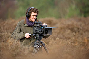 Will Bolton, 2020VISION videographer, filming at Westleton Heath, Minsmere RSPB reserve, Suffolk, UK, February 2011.  -  Chris Gomersall / 2020VISION