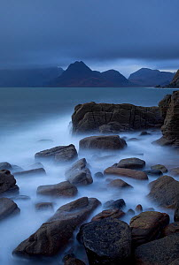 View towards Cuillin range from Elgol Beach, Skye, Inner Hebrides, Scotland, UK, october 2010 - Peter Cairns / 2020VISION