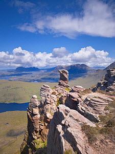 View from summit of Sgorr Tuath, sandstone pinnacles, Assynt mountains, Highland, Scotland, UK, June 2011  -  Joe Cornish / 2020VISION