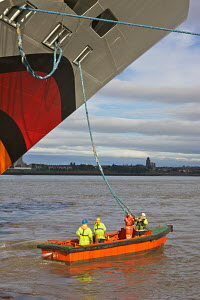 Stevedores receiving cables from Cruise Liner 'Aida Blu' as she arrives in Liverpool. River Mersey, England, August 2011. All non-editorial uses must be cleared individually. - Graham Brazendale