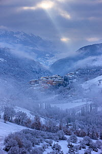 Preci at dawn in winter. Valnerina, Monti Sibillini National Park, Umbria, Italy, February 2010.  -  David Noton
