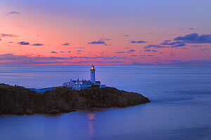 Lighthouse on Fanad Head at sunset, County Donegal, Republic of Ireland, UK, August 2011 - Robert Thompson