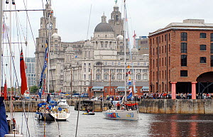 'Liverpool '08' arriving in Liverpool at the end of the 2005-06 Clipper Round the Word Race, England, July 2006.  -  Nic Compton