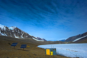 Solar panels and hut at Lake Hoare Research Centre, Dry Valleys, Antarctica, December 2009. Taken on location for the BBC series, Frozen Planet.  -  Jeff Wilson