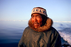 Inuit hunter steering his boat while Walrus hunting in Summer. Igloolik, Nunavut, Canada, 1992. 40 BELOW bookplate. - Bryan and Cherry Alexander