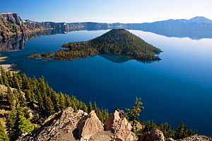 Wizard Island in Crater Lake, Crater Lake National Park, Oregon, USA, September 2010  -  Kirkendall-Spring