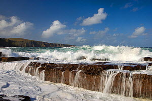 Waves crashing over rocks, coastline near Point of Stoer, Assynt, Sutherland, NW Scotland, UK, October. Did you know? The Coigach & Assynt Living Landscape Project in north-west Scvotland covers over... - Mark Hamblin / 2020VISION