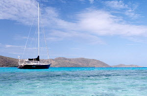 Sailing boat moored in Eustatia Sound, British Virgin Islands. All non-editorial uses must be cleared individually. - Sea & See