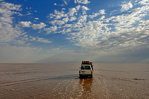 Truck / van crossing Karoum salt lake in the Danakil depression, northern Ethiopia, February 2002 - Loic Poidevin