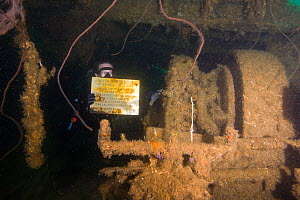 Diver holding sign of the Bianca Costa Bozzo wreck, Grenada, West-Indies, Caribbean, May 2009. Model released. - Michele Westmorland