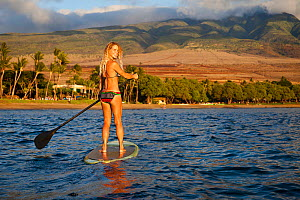 Surf instructor Tara Angioletti on a stand-up paddle board off Canoe Bearch, Maui, Hawaii. Model released. - David Fleetham