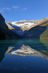 Morraine Lake, in the Valley of the Ten Peaks, Banff National Park, Alberta, Canada.  -  Eric Baccega
