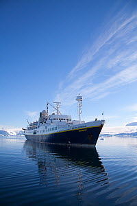 National Geographic ship, the 'Endeavour', tourism cruise, Antarctica, February 2009, Taken on location for BBC Frozen Planet series  -  Kathryn Jeffs
