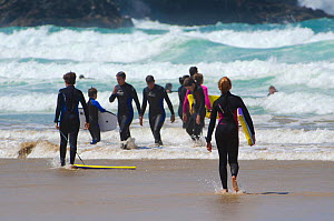 Young people enjoying the surf at Fistral Beach, Newquay, Cornwall, UK, July 2011.  -  Alex Mustard / 2020VISION