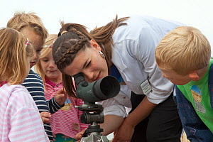 Children being educated about seabirds at Scottish Seabird Centre, North Berwick, Firth of Forth, Lothian, Scotland, UK, August 2011 - Peter Cairns / 2020VISION