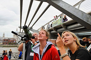 RSPB staff member Emma Cambell showing peregrines to young woman at RSPB 'Date With Nature Event' for learning about urban Peregrine falcon, Tate Modern, South Bank, London, UK, September 2011, RSPB G...  -  Terry Whittaker / 2020VISION