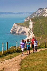 Walkers on the South West Coast Path National Trail near Durdle Door, Dorset, UK, May 2009. - Nick Turner