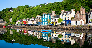 Painted houses along the sea front, Tobermory, Isle of Mull, Inner Hebrides, Scotland, UK, June 2010 - Nick Garbutt