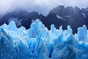 Grey glacier with mountains in the background, Torres del Paine National Park, Patagonia, Chile  -  Oriol Alamany