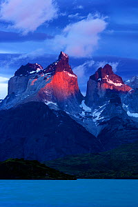 Cuernos del Paine at dawn seen from Pehoe lake, Torres del Paine National Park, Patagonia, Chile  -  Oriol Alamany