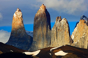 Torres del Paine rock towers, Torres del Paine National Park, Patagonia, Chile  -  Oriol Alamany