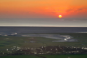 Sunset over Morecambe Bay, seen from Warton Crag, Lancashire, England, UK, February - Peter Cairns / 2020VISION
