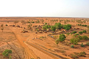 Typical Nigerien village settlement seen from the air. Sahelo-Sudanese Biome, W National Park (UNESCO, IUCN & RAMSAR), Niger. Aerial census, May 2011.  -  Thomas Rabeil