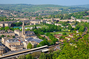 Overview of Bath city showing Bath Spa railway station, St. John's Church and the Recreation ground, Somerset, UK, April 2011.  -  Nick Upton