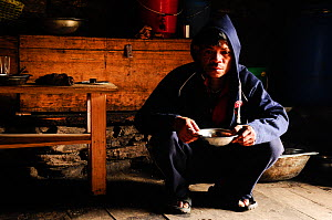 A porter with a hot soup in Samdo lodge (3.690m). Manaslu Conservation Area, Himalayas, Nepal, October 2009.  -  Enrique Lopez-Tapia