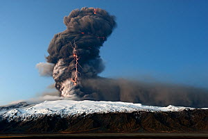 Volcanic eruption at Eyjafjallajokull with lightning in the ash plume, Iceland, April 2010 - Erlend Haarberg