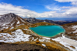 The upper Emerald Lake on the Tongariro Crossing, looking east, it striking colours are caused by dissolved minerals being washed down from thermal area of nearby Red Crater, Tongariro Crossing, Tonga... - Andy Trowbridge