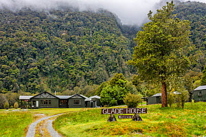 Glade House at the start of the Milford Track, a famous hiking route. Fiordland National Park, Southland District, South Island, New Zealand. November, 2006.  -  Andy Trowbridge
