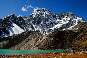 Tajun Pokhari Lake (4.600 m) with mountains behind, Sagarmatha National Park (World Heritage UNESCO). Khumbu / Everest Region, Nepal, Himalaya, October 2011.  -  Enrique Lopez-Tapia