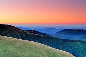 Leota mountain range and forests, seen from alpine grasslands, at dawn, Arges County, Carpathian Mountains, Romania, August, 2011  -  Wild Wonders of Europe / Bartocha