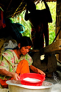 A woman sifting rice, the Sundarbans National Park, UNESCO World Heritage Site. June 2012. - Enrique Lopez-Tapia
