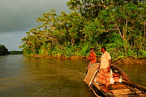 Men on a traditional wooden boat, Sundarbans National Park, the largest mangrove swamp in the world, Bangladesh, UNESCO World Heritage Site. June 2012.  -  Enrique Lopez-Tapia